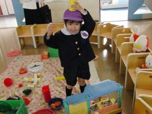 保育園で遊ぶ男の子